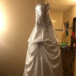 White Bridal or Quinceañera Gown